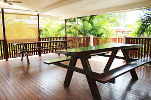 The Royal Hotel also provides an in ground pool, BBQ area, self – serve laundry, and two outdoor decks for entertaining.